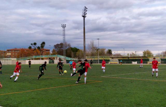 Una imagen del partido de esta tarde en El Zarra.