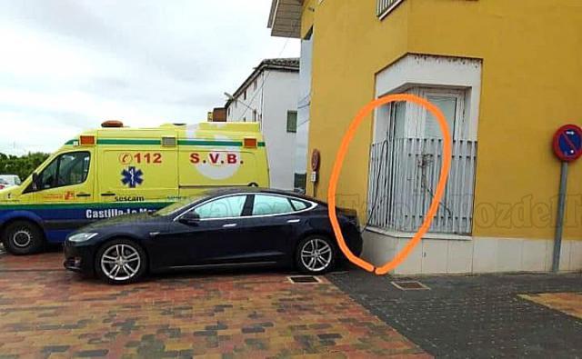 El coche de un médico en Puente del Arzobispo