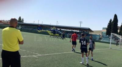 Obligan a parar un partido de fútbol por el aterrizaje de un helicóptero médico