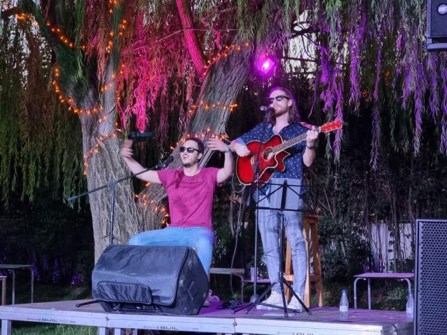 Luis Retana y Miguel Arriero pusieron la nota musical en 'El Huerto'