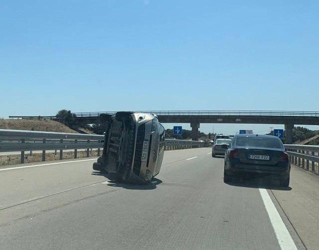 Dos accidentes de tráfico en la A5 son los protagonistas de la mañana del lunes