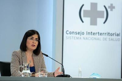 Darias reafirma las palabras de García-Page: no se exigirá certificado COVID en locales de ocio