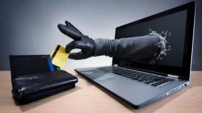 Cae una red de veinteañeros que estafó a 2.400 personas desde web falsas