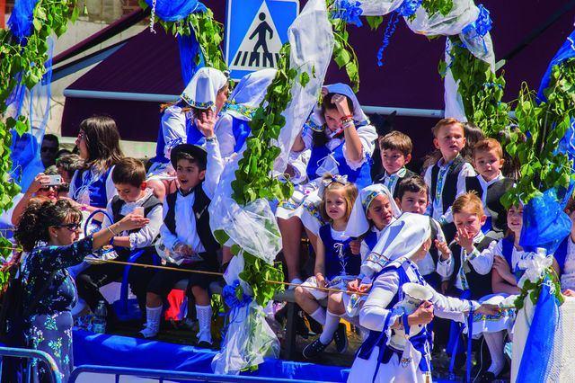 Las mejores imágenes del desfile de carrozas de la Hermandad de San Isidro