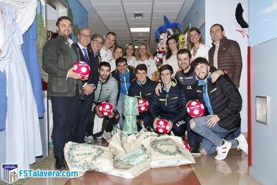 El Soliss FS Talavera llevó un poquito de alegría a la planta de Pediatría del Hospital