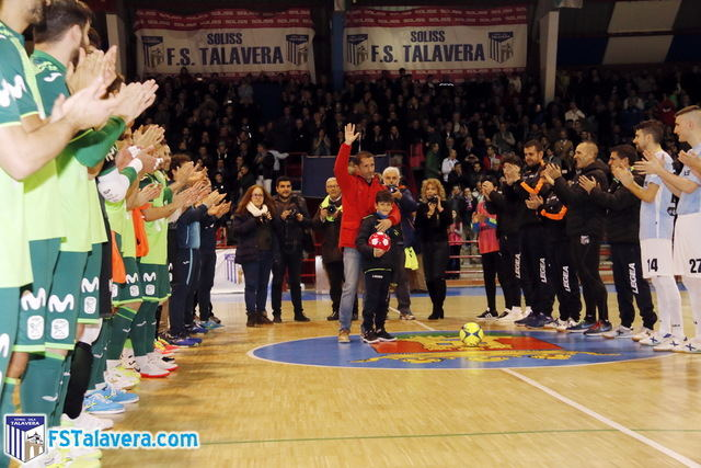 Justo Cáceres homenajeado.