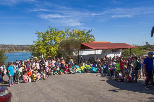 Jornada de limpieza en el embalse de La Portiña