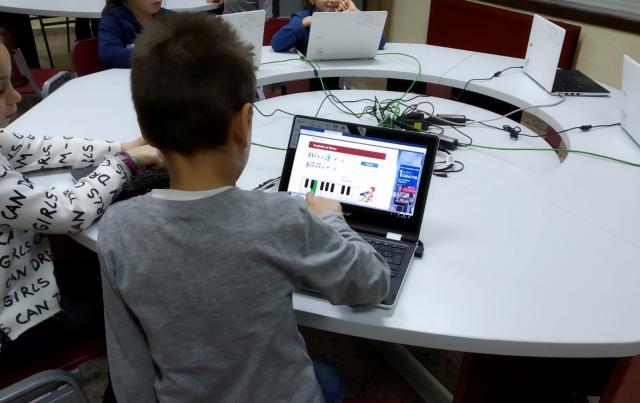 CLM asigna más de 2,8 millones de euros a los centros educativos de la provincia para adquirir equipos informáticos