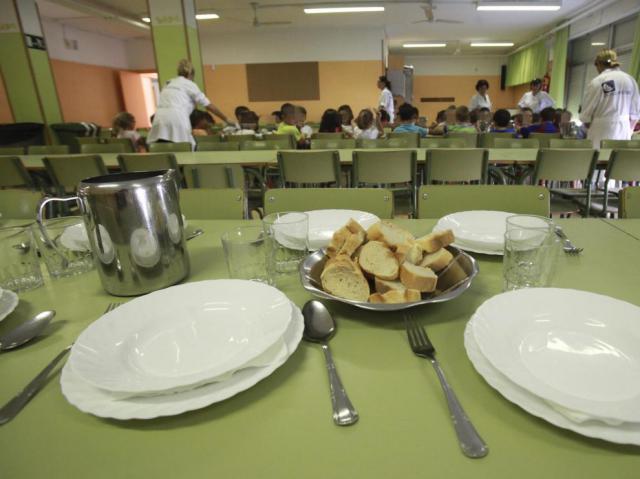Auxiliares, intérpretes lengua de signos y personal de cocina en colegios denuncian