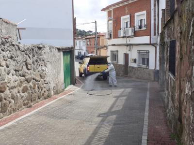 CORONAVIRUS   Desinfectan las calles de San Román de los Montes (fotos)