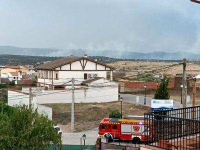 Un rayo provoca un incendio forestal en La Estrella