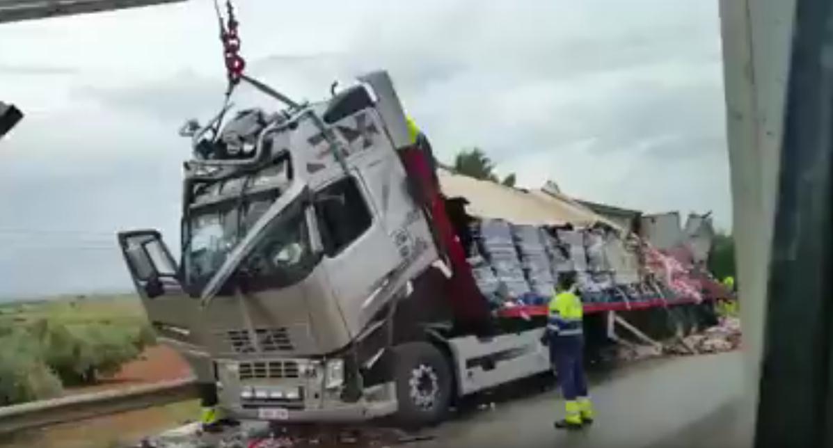 Uno de los dos heridos graves de los 11 registrados tras la colisión en Madridejos es el conductor del camión