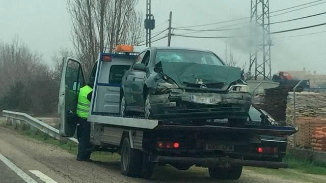 Un hombre de 35 años y un niña de 3 resultan heridos en el accidente de la carretera San Román