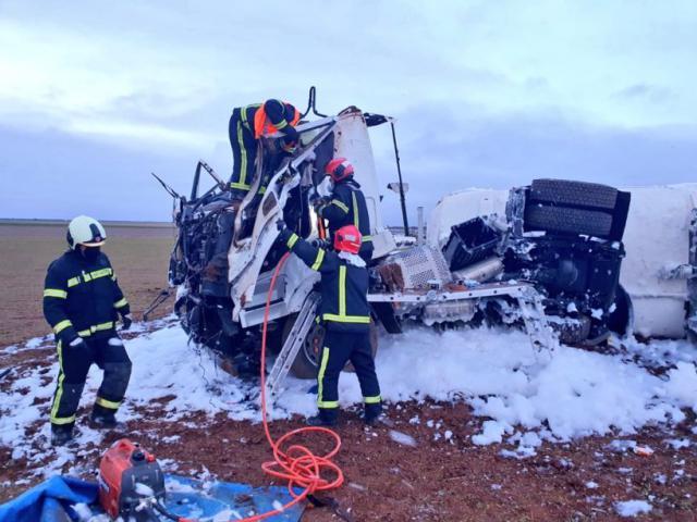 AUTOVÍA | Un camionero resulta herido tras sufrir un accidente mientras transportaba gasolina