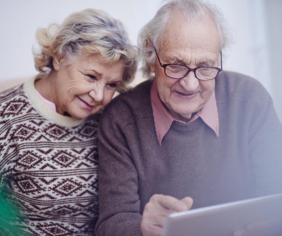 CLM | El Gobierno regional y 'la Caixa' impulsan actividades online para las personas mayores