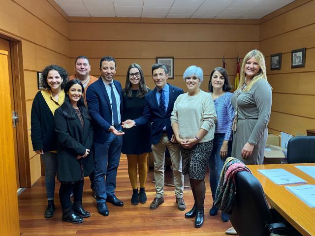 Entrega de dos viviendas públicas sociales a dos familias de la provincia de Toledo en situación de alto riesgo de vulnerabilidad