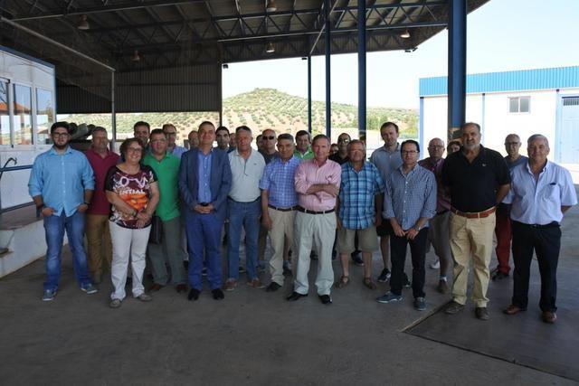 El Gobierno regional anima a los agricultores a unirse en proyectos de interés colectivo que impulsan la economía