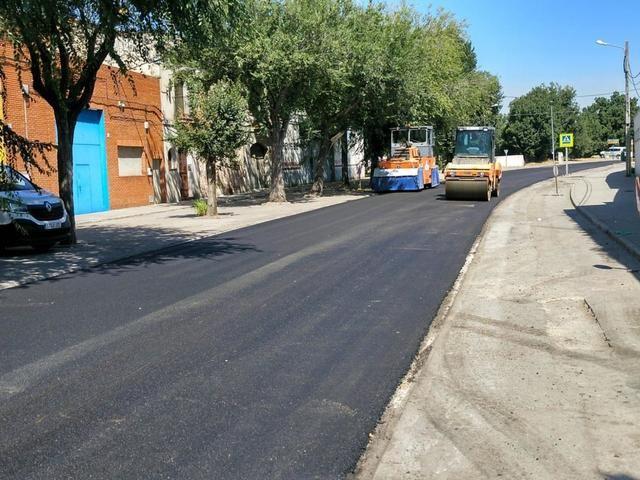 Finaliza la pavimentación de la calle Alcaudete y se sigue reparando el Puente de Hierro