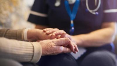 EEUU aprueba el primer medicamento contra el Alzheimer en casi 20 años