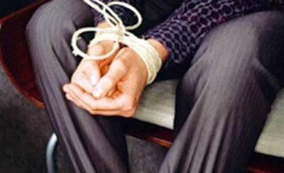Roban en la casa de unos ancianos, el marido fue golpeado y maniatado