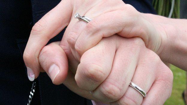 Diez detenidos por vender matrimonios a 13.000 euros para que inmigrantes consiguieran tarjeta de residencia