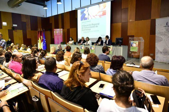 Más de 180 docentes participan en las III Jornadas de formación.
