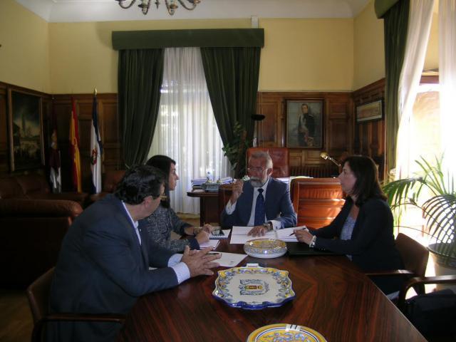 Un momento de la reunión entre representantes de ASAJA Toledo y el alcalde de Talavera, Jaime Ramos