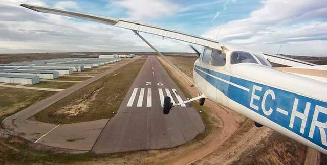 Fallecen dos hombres tras estrellarse una avioneta en Casarrubios del Monte