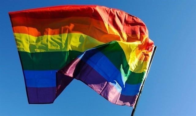 Izquierda Unida pide izar la bandera del Orgullo en los Ayuntamientos de la región