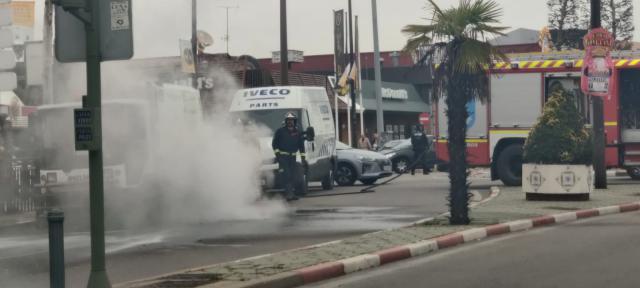 VÍDEO | Una máquina barredora se prende fuego en Talavera