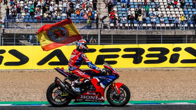 Álvaro Bautista sube al podio en Jerez tras una batalla apasionante