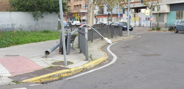 TALAVERA | Cae una farola en la avenida Francisco Aguirre