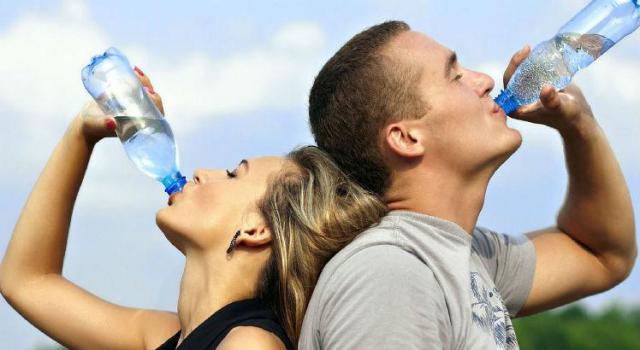 ¿Cuáles son las cinco claves detox para combatir la retención de líquidos en verano?