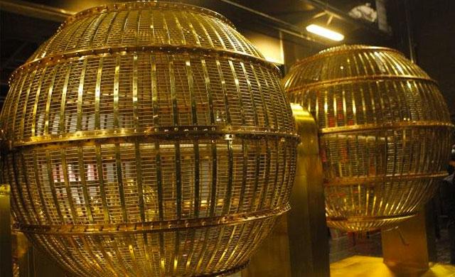Los bombos que repartirán la suerte del Sorteo de la Lotería de Navidad llegan el viernes al Teatro Real de Madrid