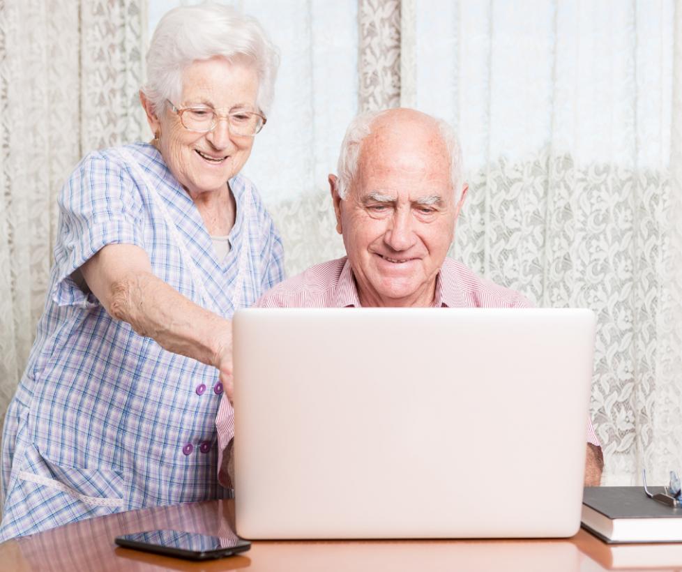 CLM | El Gobierno regional facilita la reducción de la brecha digital en las personas mayores de 55 años