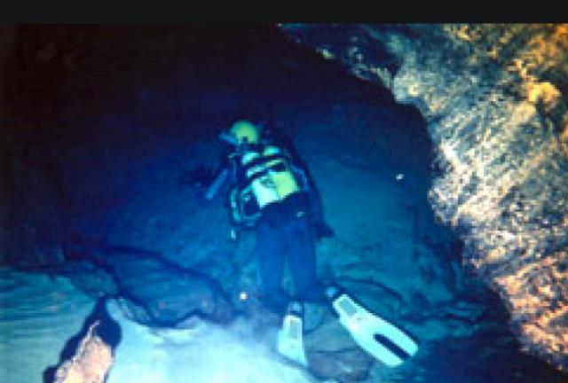 Fallece un hombre mientras practicaba espeleobuceo en una cueva de Poveda de la Sierra (Guadalajara)