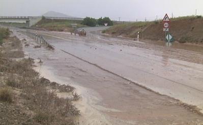 Las lluvias torrenciales anegan la carretera N-401 a la altura de Burguillos