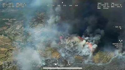 100 efectivos trabajan en la extinción de un incendio entre Extremadura y Toledo