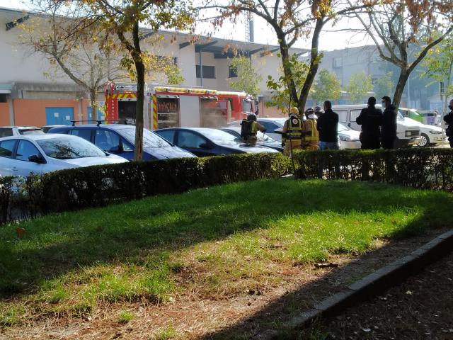 TALAVERA | Susto por el incendio de un coche junto al Municipal El Prado