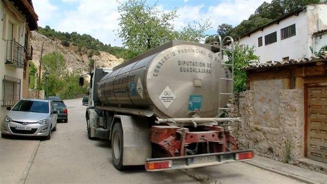 Denuncian la situación de un pueblo ribereño que se ha visto obligado a abastecerse con camiones cisterna