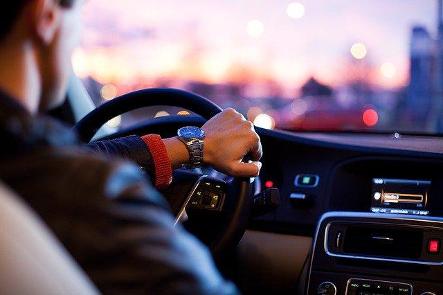 CORONAVIRUS | Resolvemos tus dudas: ¿Puedo conducir acompañado durante el estado de alarma?