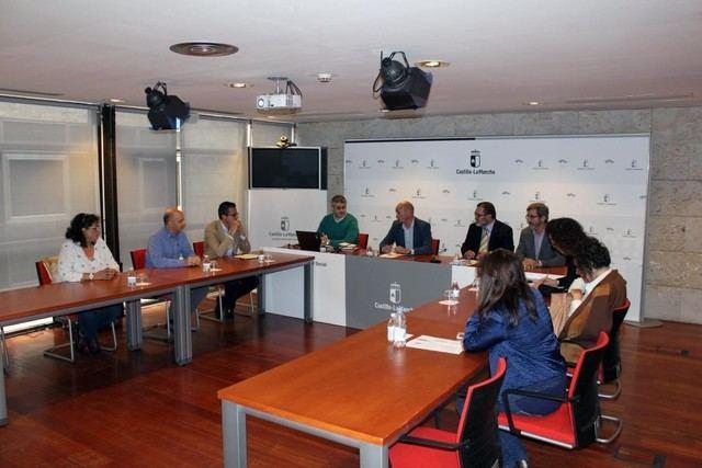 El Gobierno de Castilla-La Mancha realiza una demostración del carné digital para Familias Numerosas