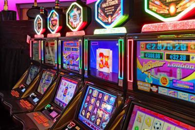 Dos detenidos por una quincena de atracos en locutorios y salones de juegos