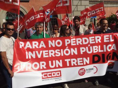 """Unas doscientas personas exigen en Talavera """"un tren digno ya"""""""