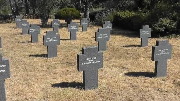 Profanan nueve tumbas de un cementerio militar alemán en Cuacos de Yuste