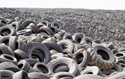 Agricultura inicia los trámites para acabar con ocho cementerios de neumáticos en CLM
