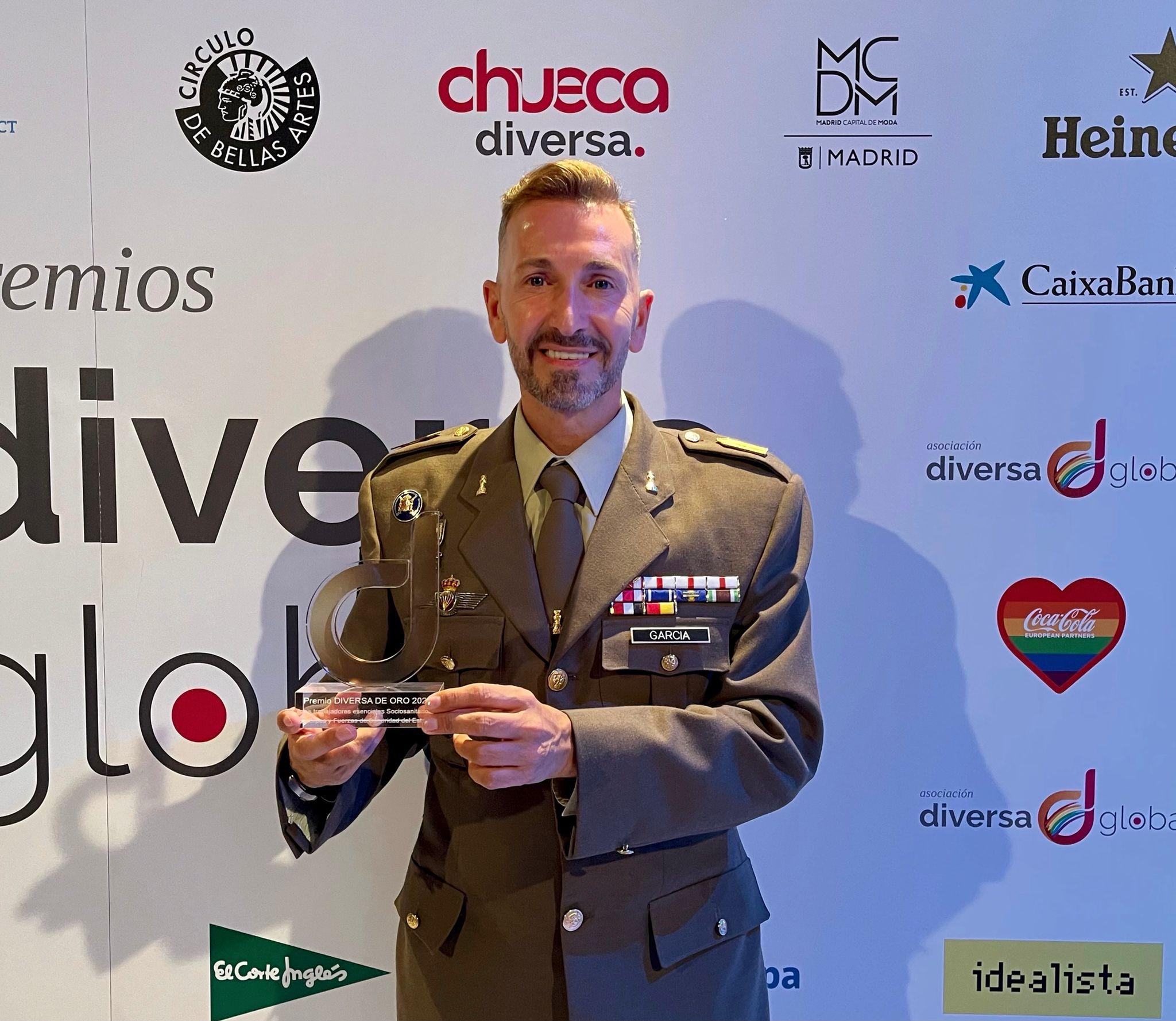 """El talaverano Pedro J. García: """"Con orgullo y bien alto puedo decir: soy soldado de España y soy gay"""""""
