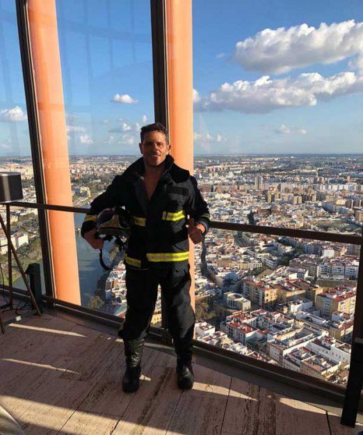 La Torre Pelli de Sevilla, conquistada por un bombero talaverano