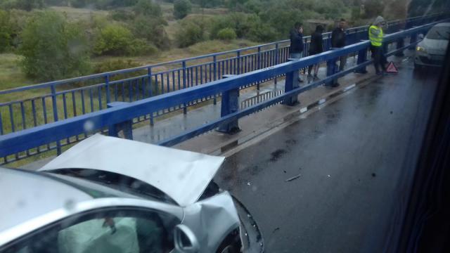 Aparatoso accidente en el puente del Alberche