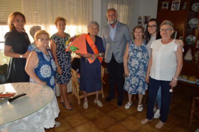 Carmen Lorente muestra su vitalidad en su cien cumpleaños